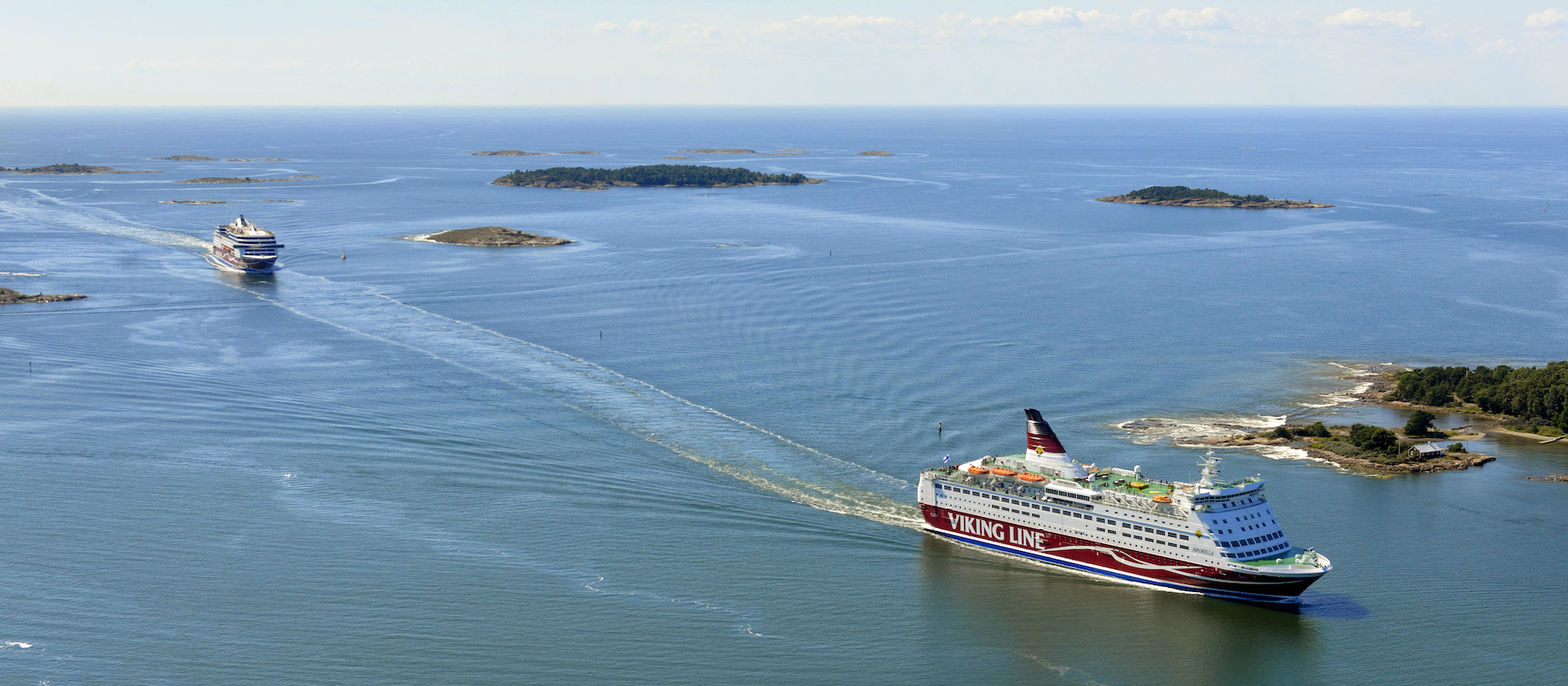 Viking Amorella and Grace on their way through the Archipelago.